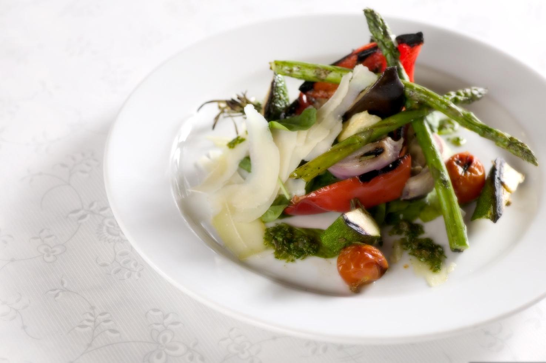 Grøntsagsspyd med citron, rosmarin og parmesan