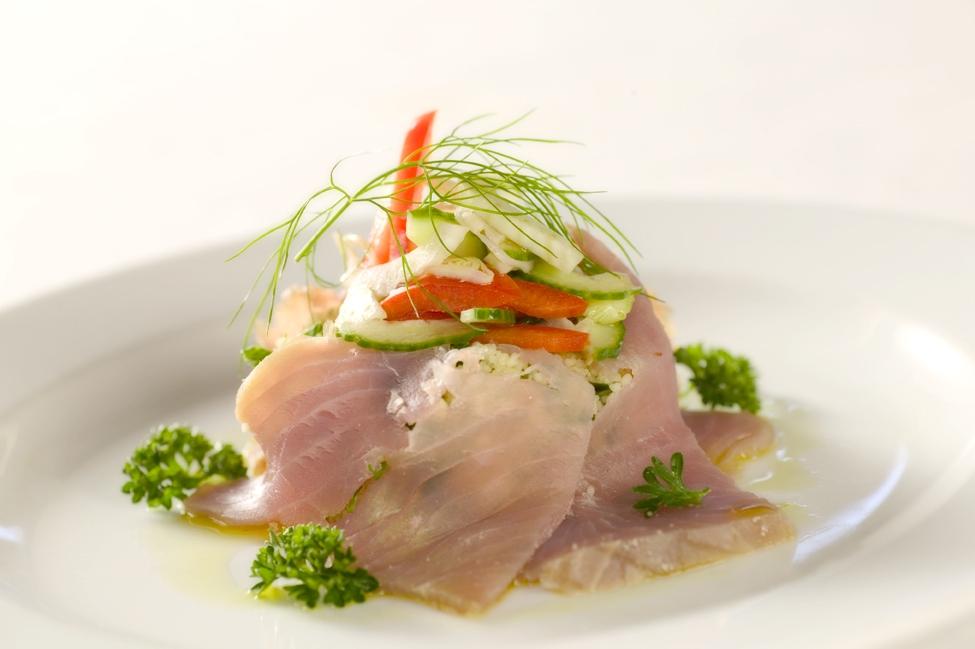Røget torsk med couscoussalat og marinerede grøntsager