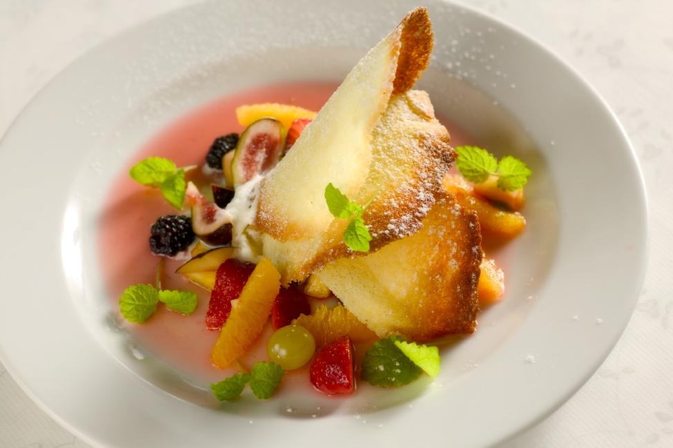 Frugtsalat  med mandeltuilles