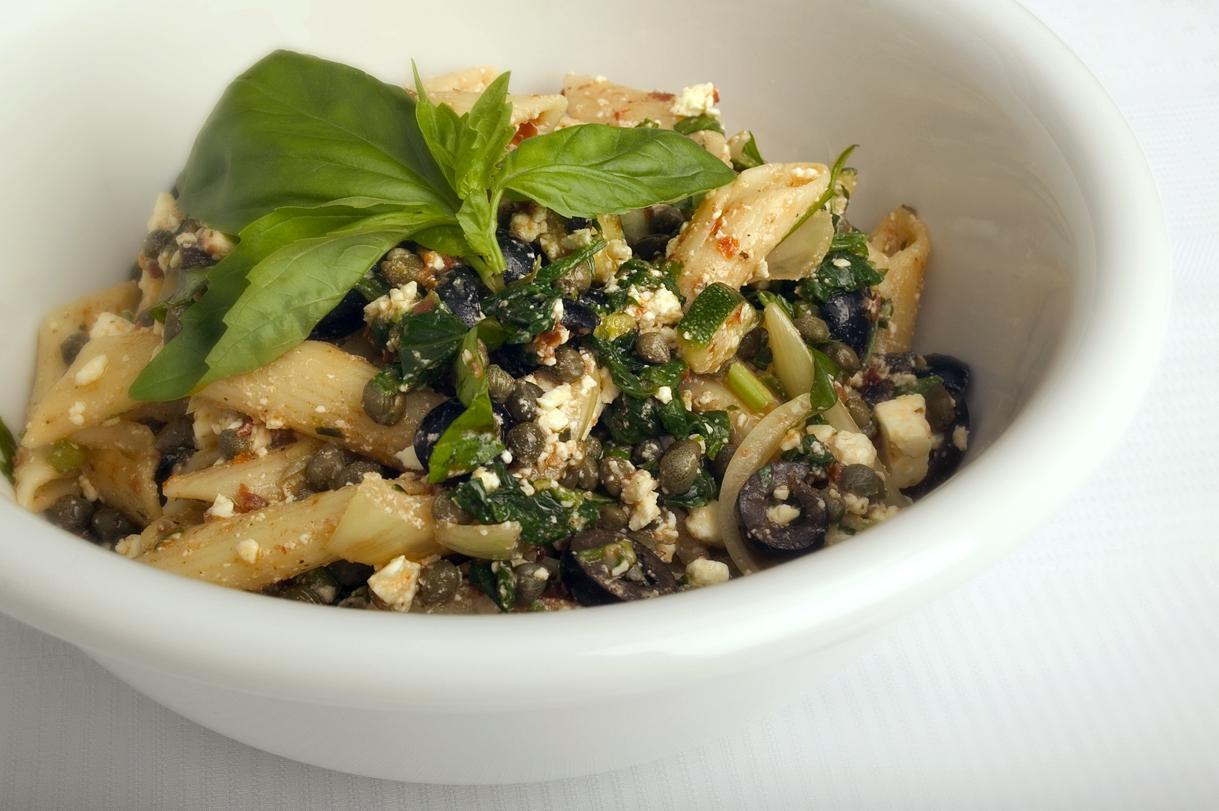 Penne med spinat, feta og oliven