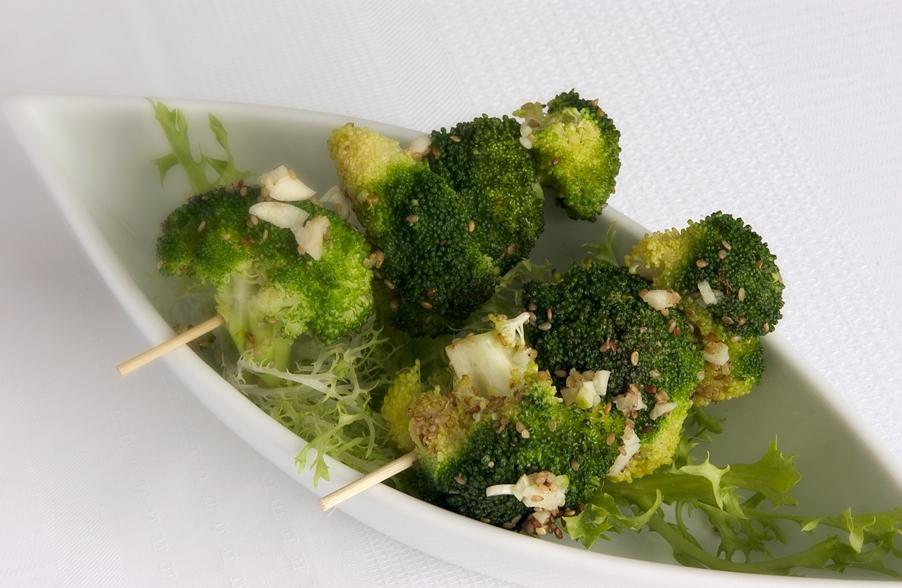 Broccolispyd med hvidløgssauce