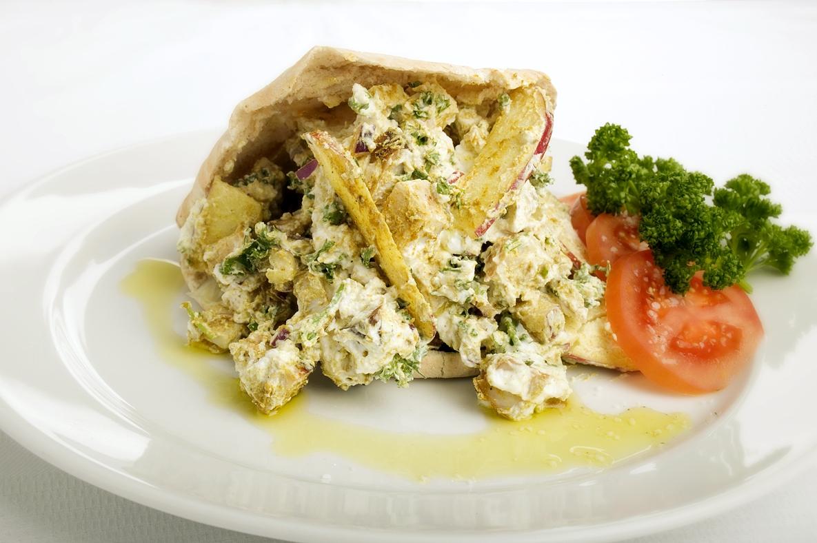 Grillet kyllingesalat med pita