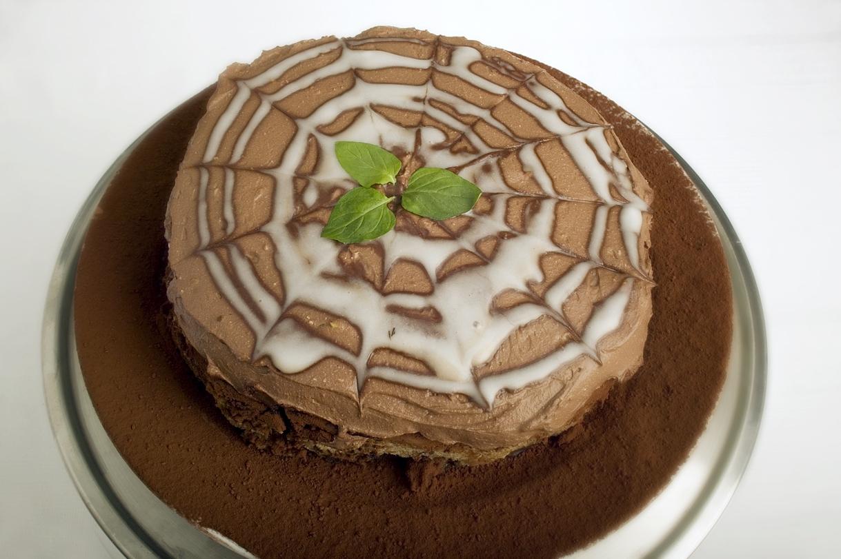 Chokoladekage med creme og glasur