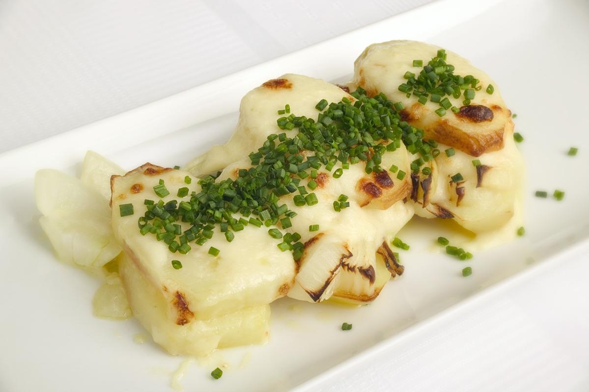 Kartoffelfad med ostesauce