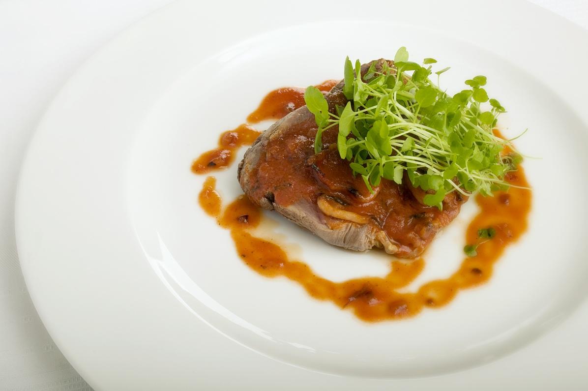 Oksemørbrad med ristede skalotteløg, bacon og portvin