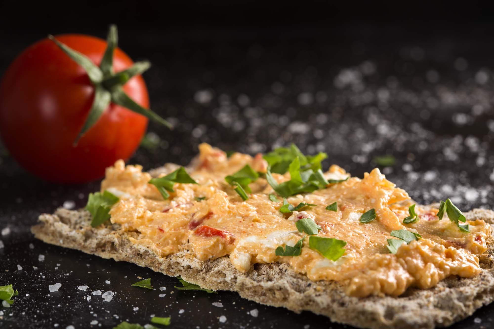 Feta- og tomatsmørepålæg
