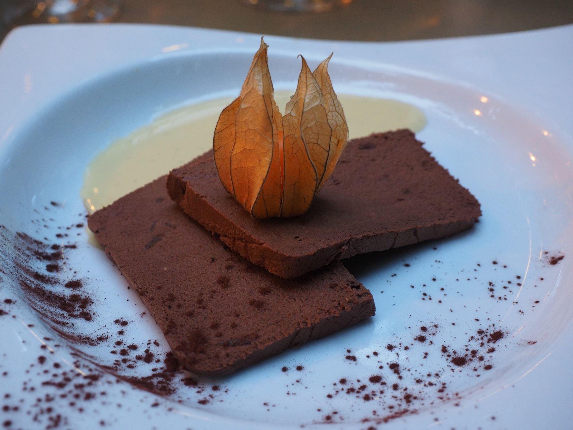 Chokoladeparfait med cacaopulver