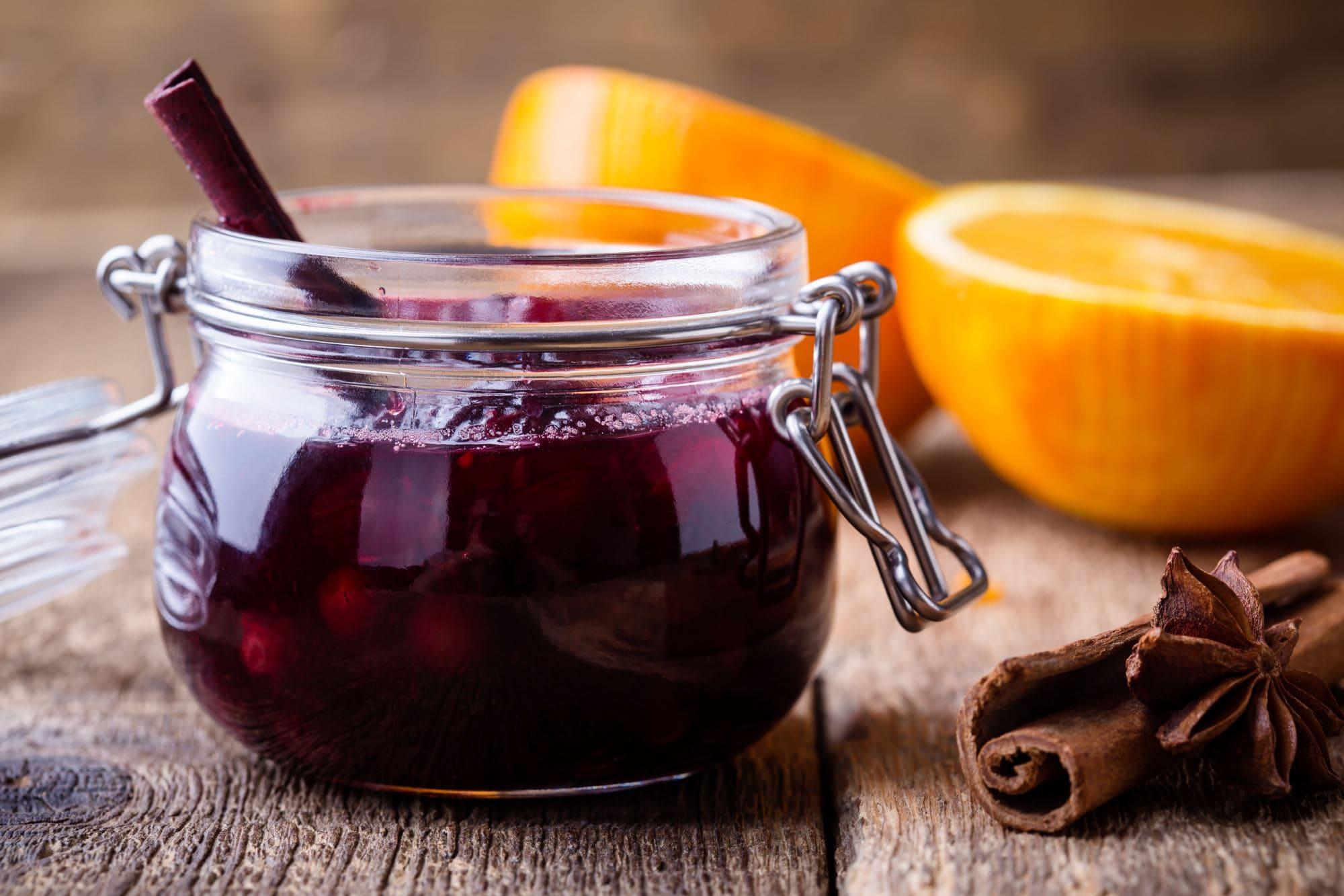 Appelsin- og tranebærsauce med cognac