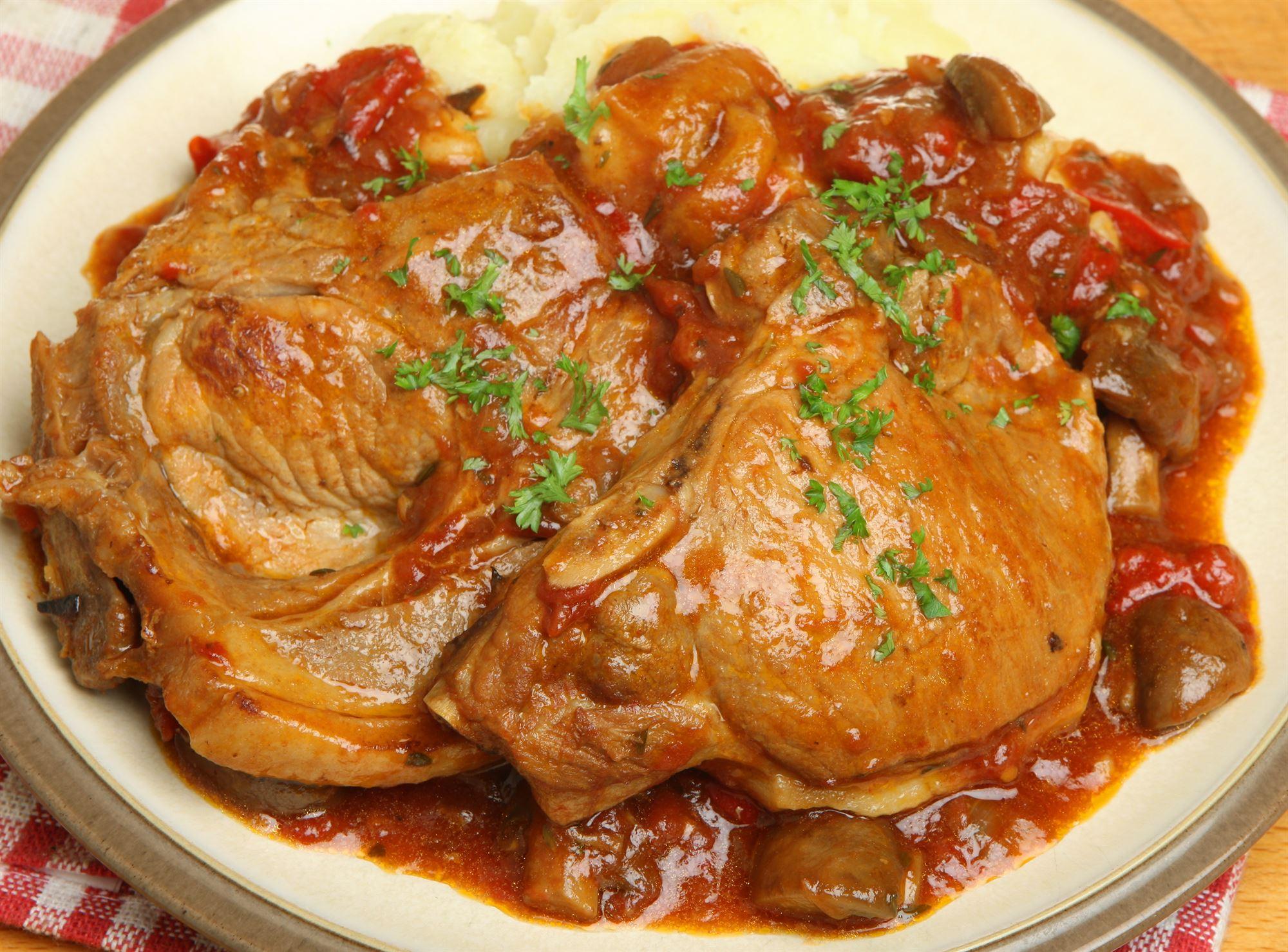 Koteletter i fad med tomat