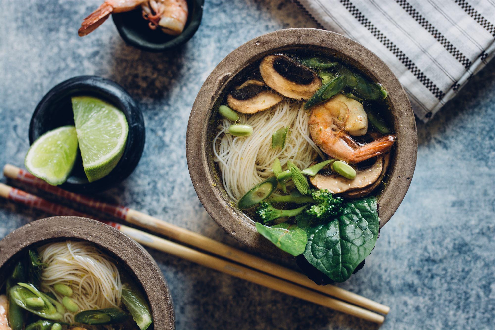 Japansk fiske- og grøntsagssuppe