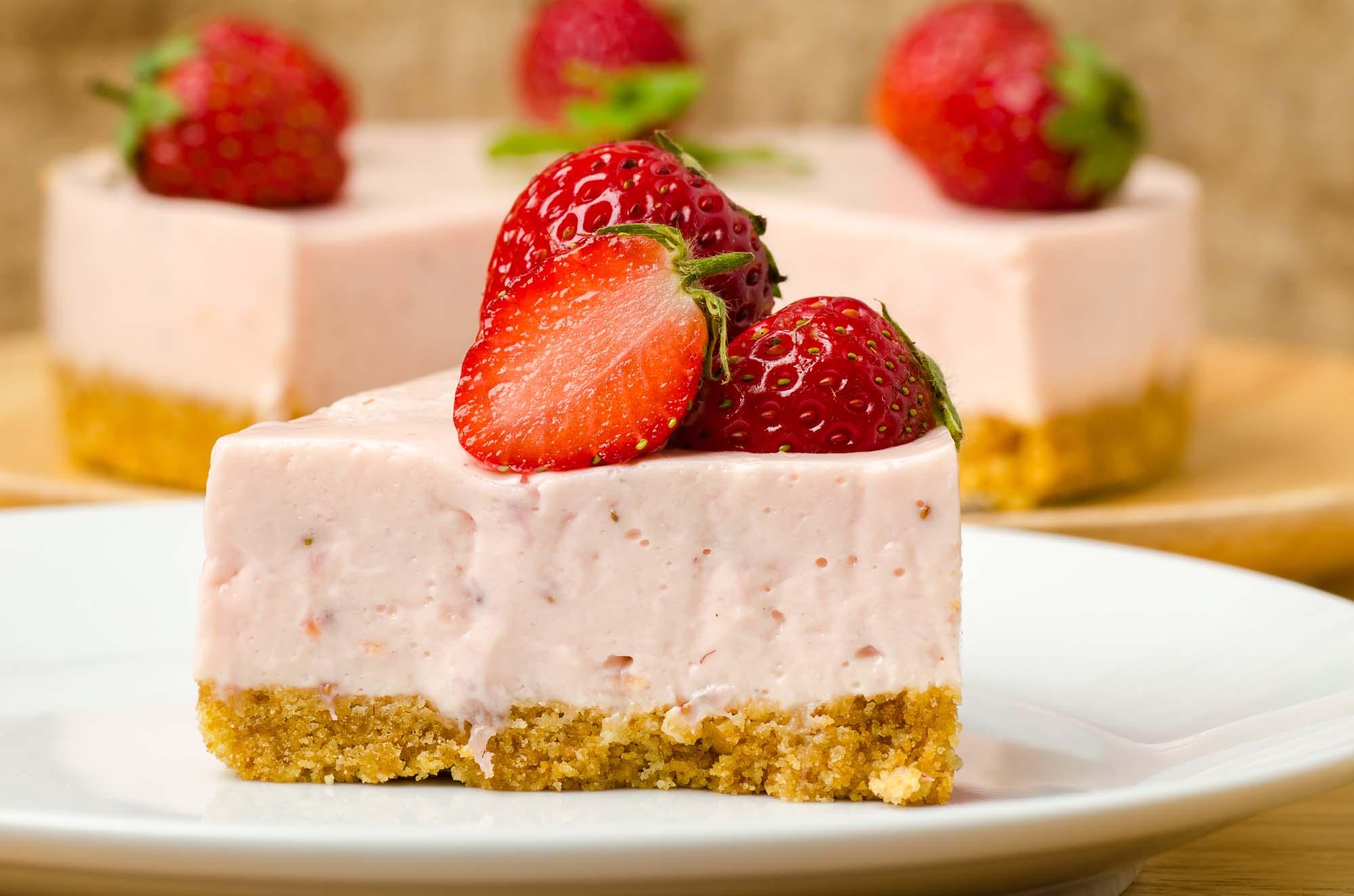 Frossen cheesecake med sommerbær