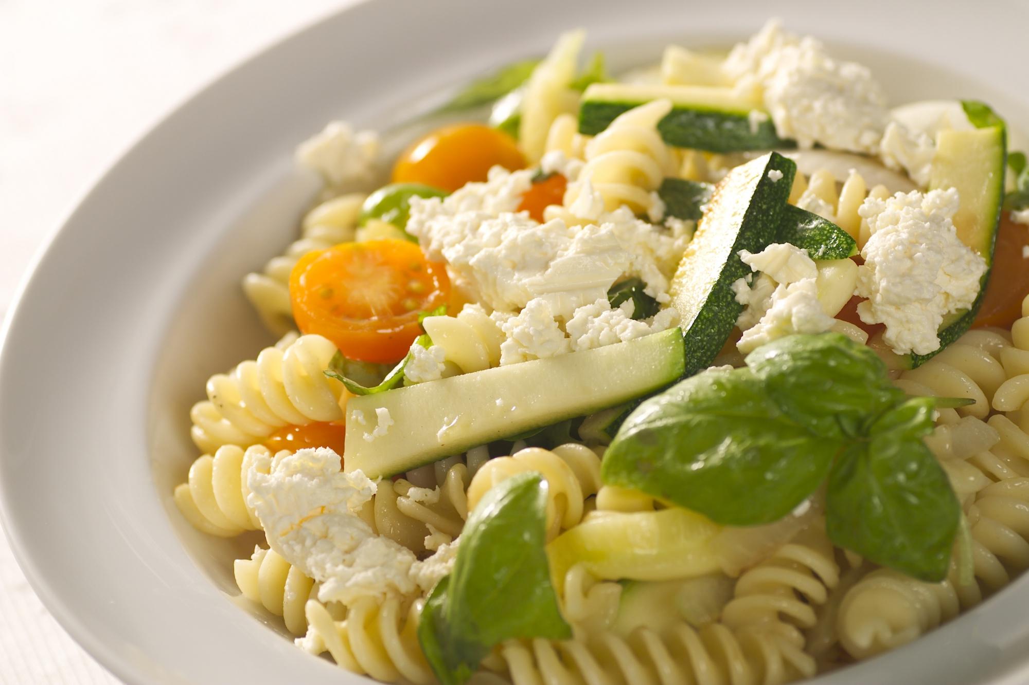 Pasta med feta og grøntsager