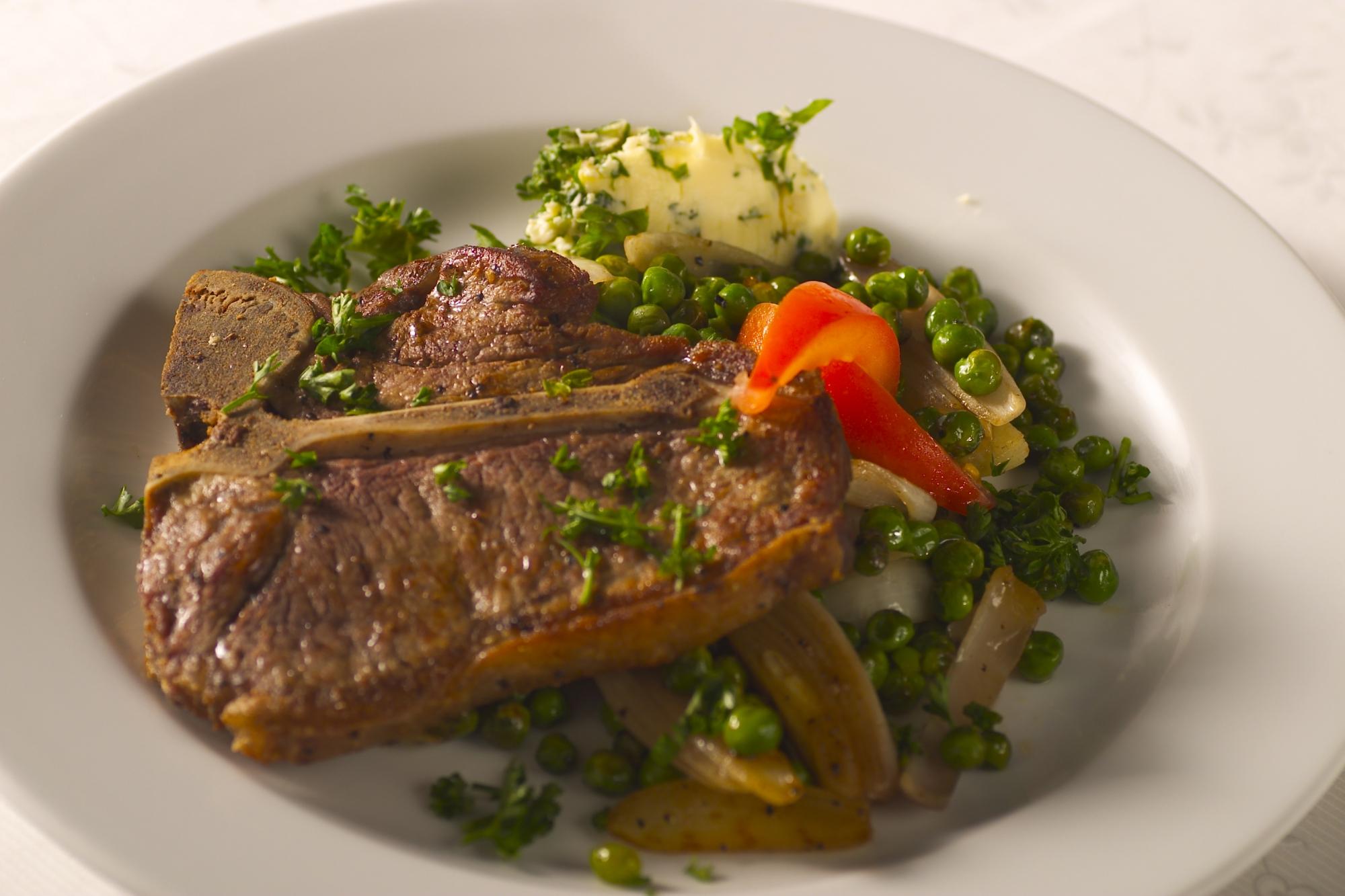 T-bone steak med tilbehør
