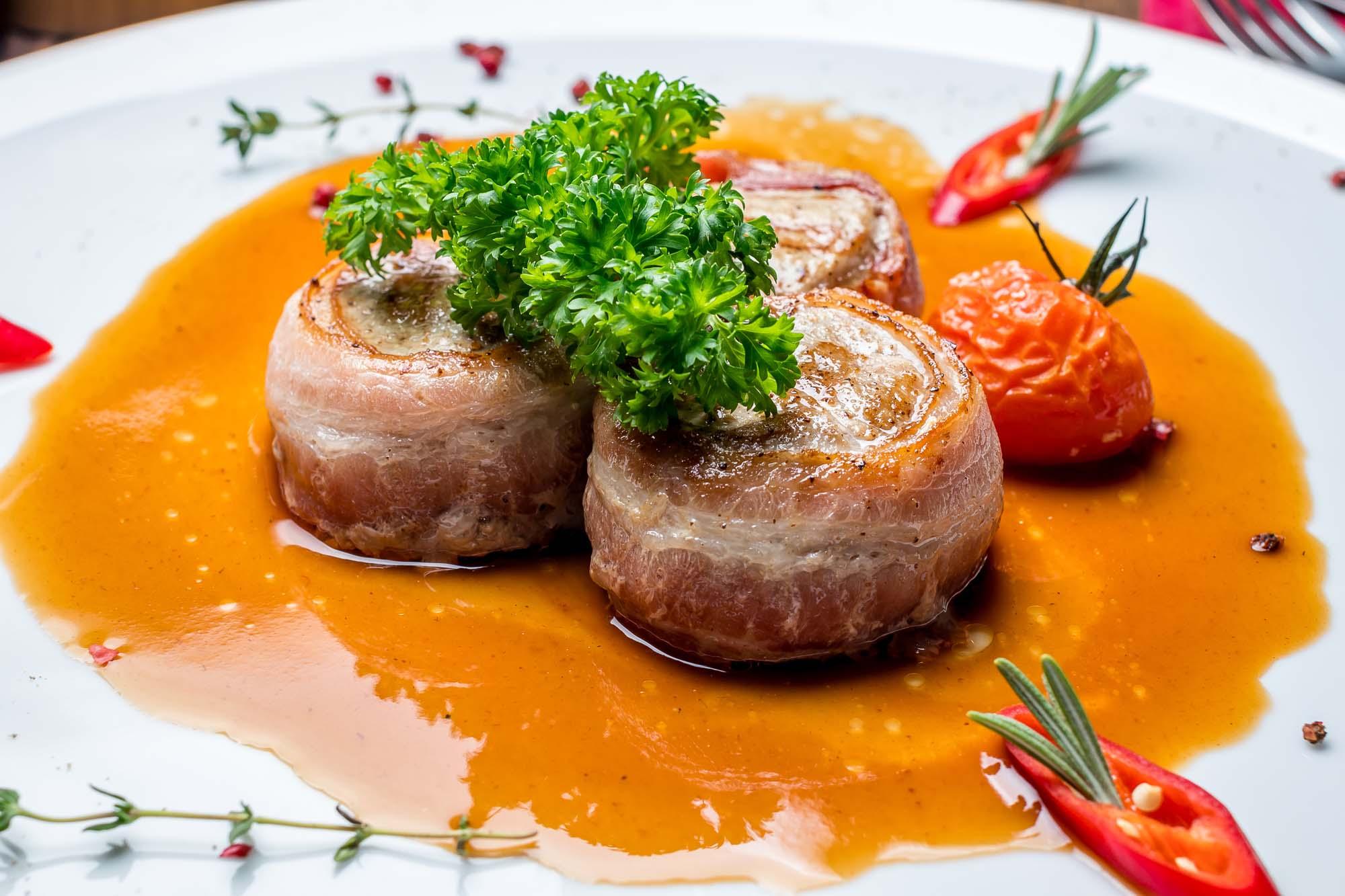 Baconbøf i tomat  og fløde