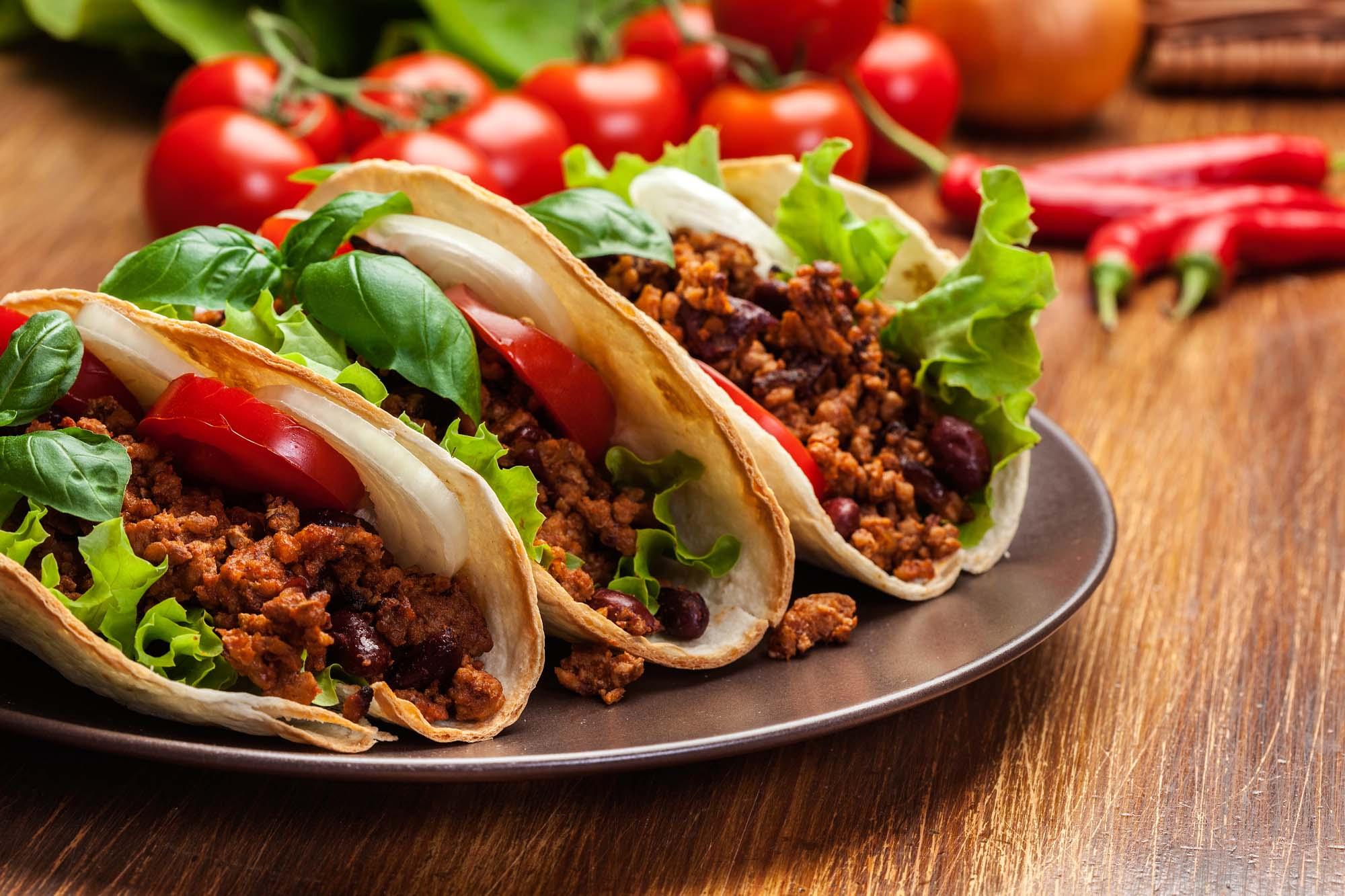 Tacoskaller med ost, oksekød og tomat