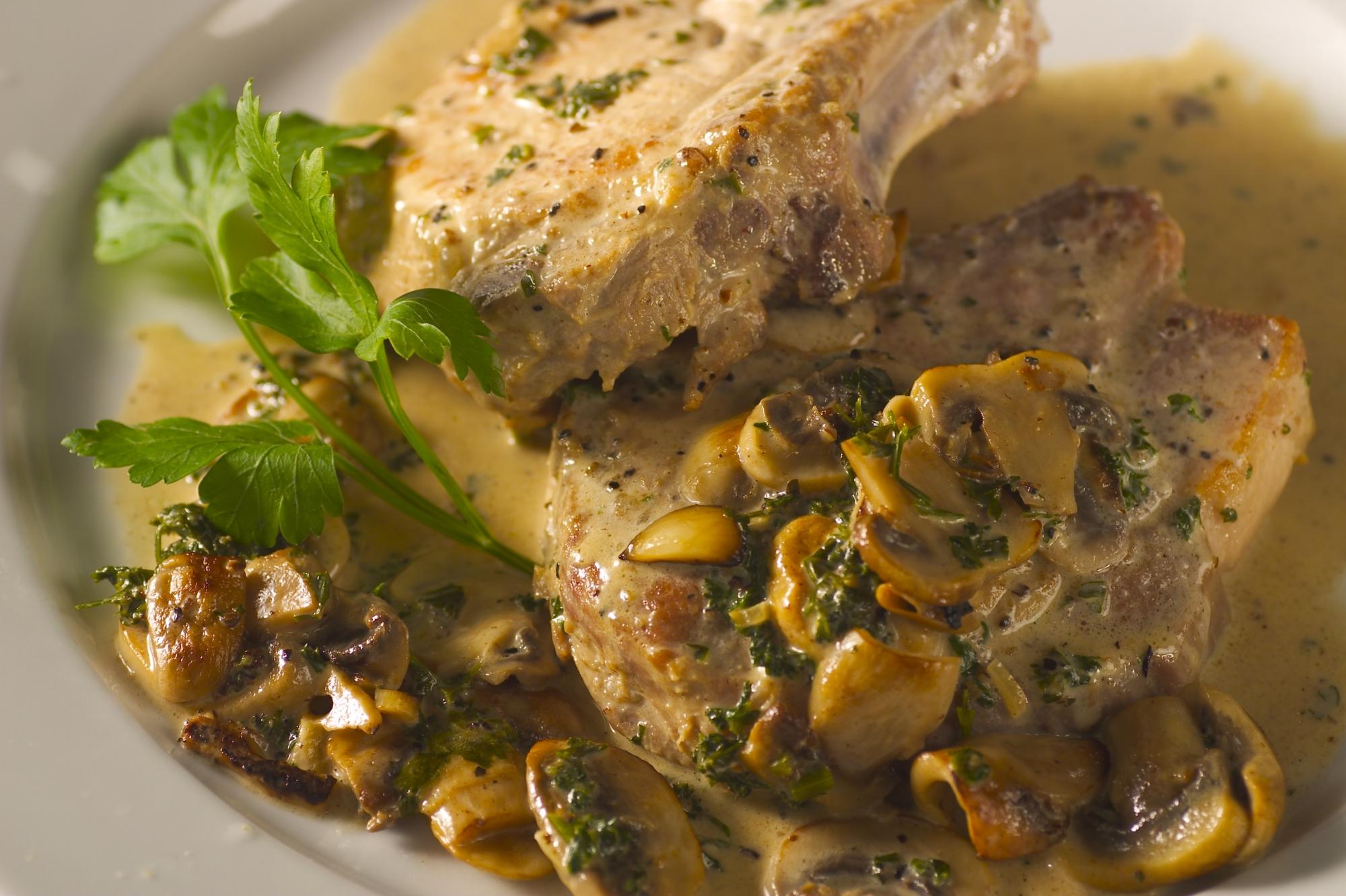 Svinekoteletter i champignonsauce