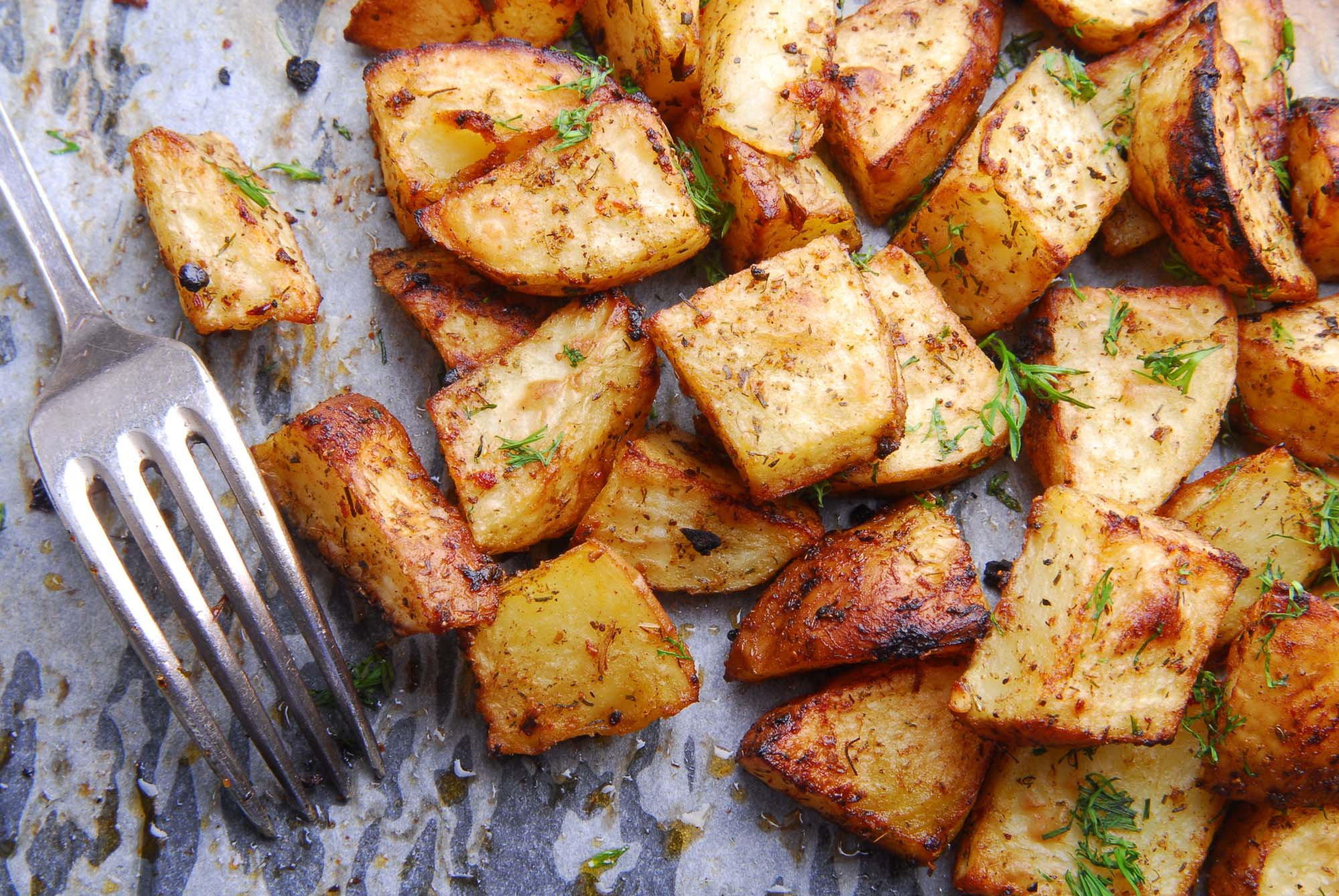 Ovnstegte kartofler med urter