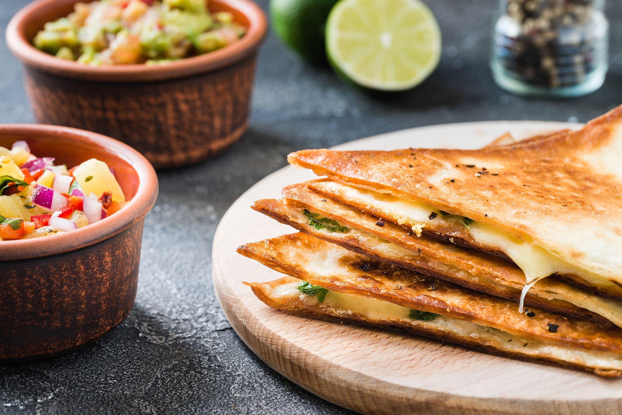 Quesadillas med gedeost og asparges