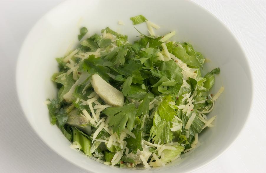 Salat med artiskokker, selleri og parmesan