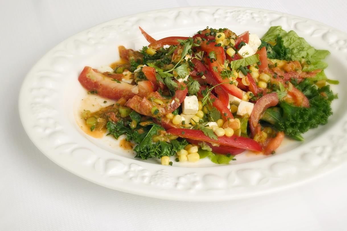 Salat med grøn salsadressing