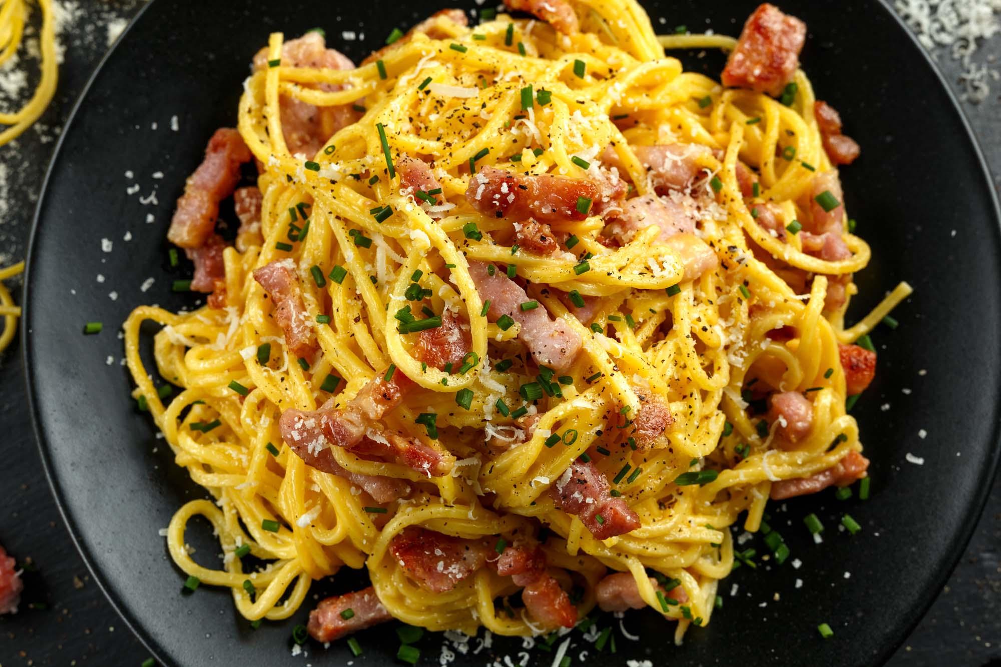 Pasta med bacon og ost