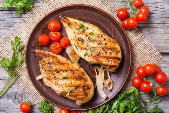 Kyllingebryst med bagte tomater