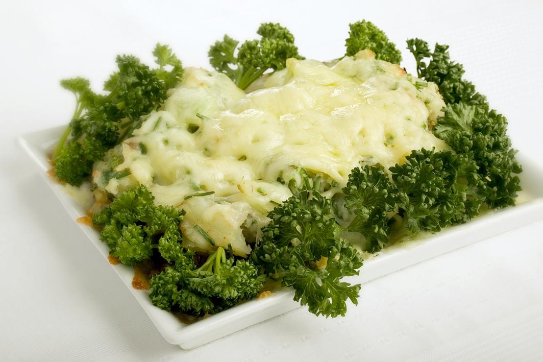 Familiens oksekøds- og kartoffelfad