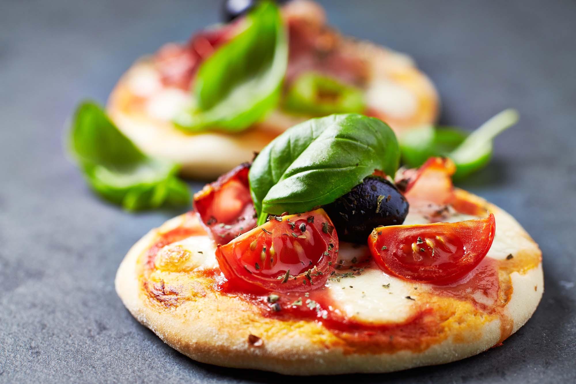 Små sjove pizzaer