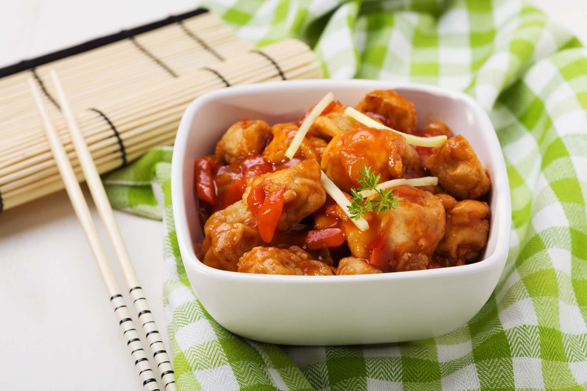 Indbagt kylling med sur sød sauce