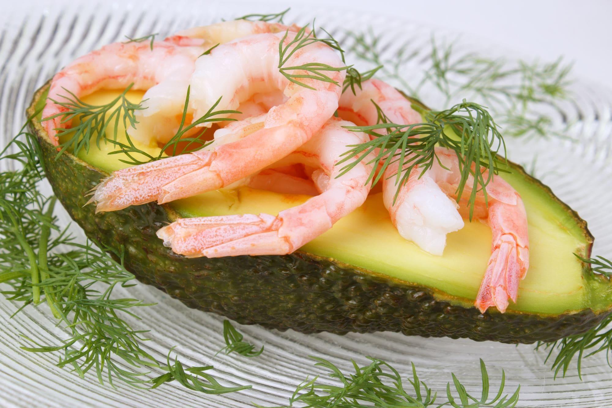Avocado med rejer og kaviar
