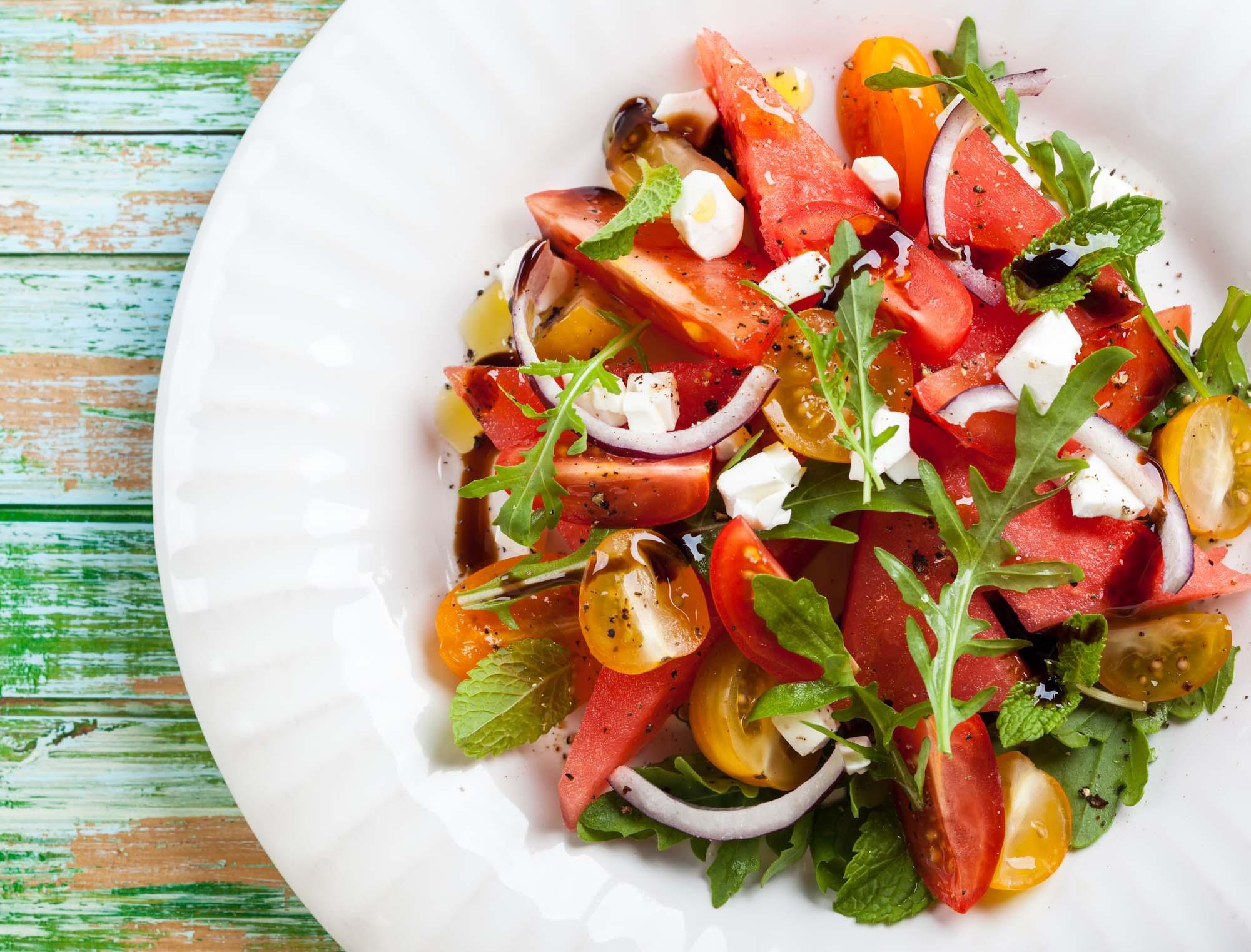 Vandmelonsalat - Salat af vandmelon, rødløg og tomater