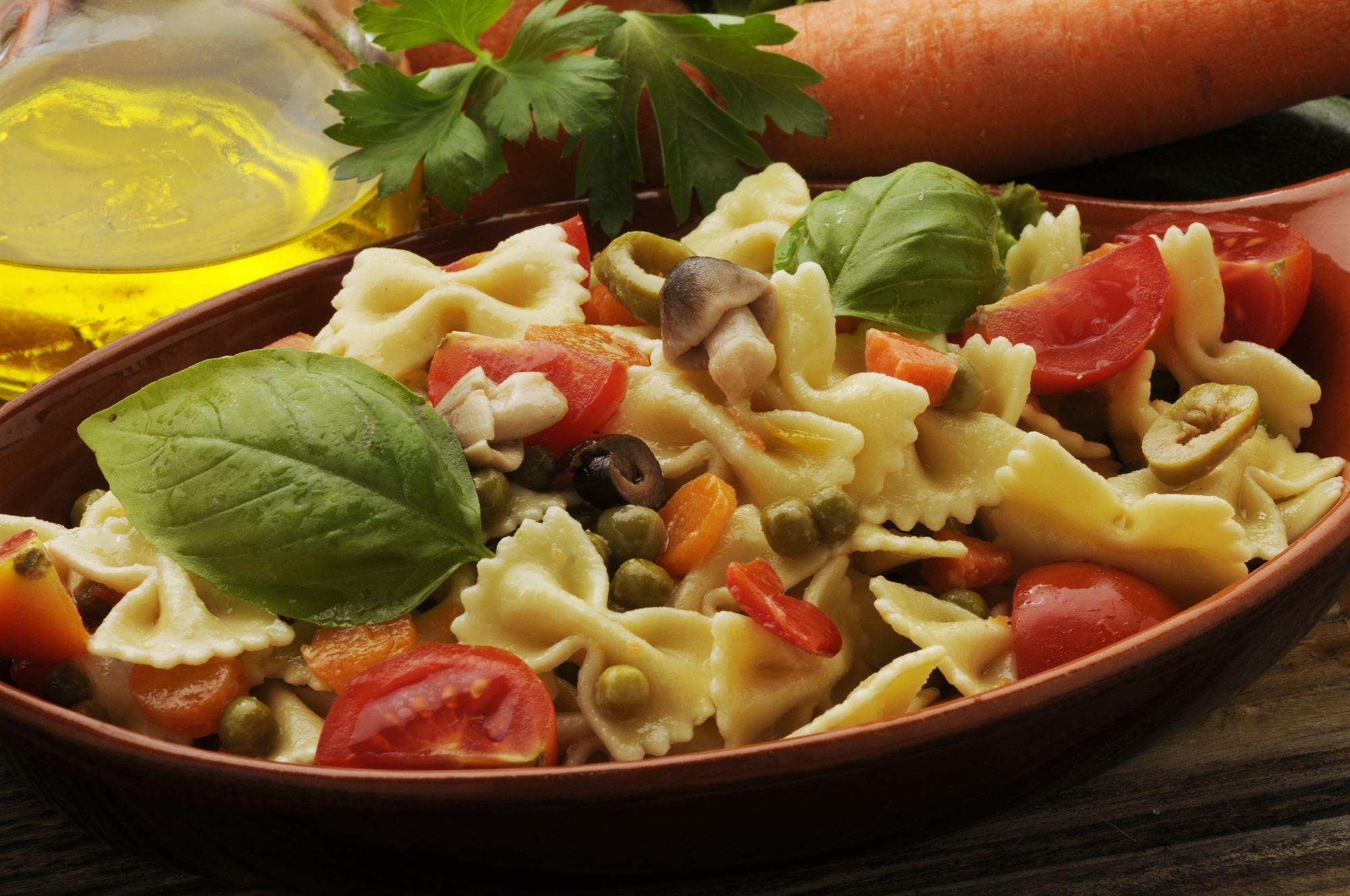 Varm pastasalat med svampe og radicchio