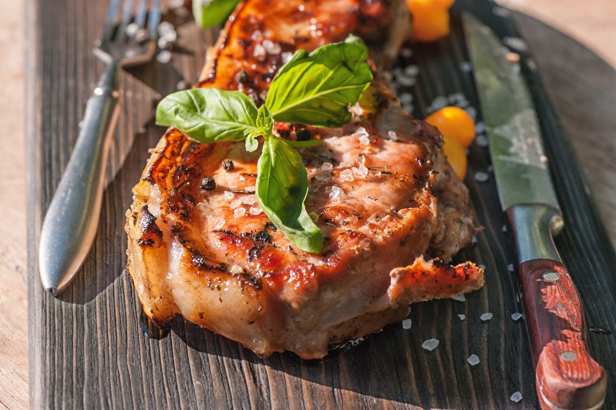Grillede svinekoteletter med italiensk marinade