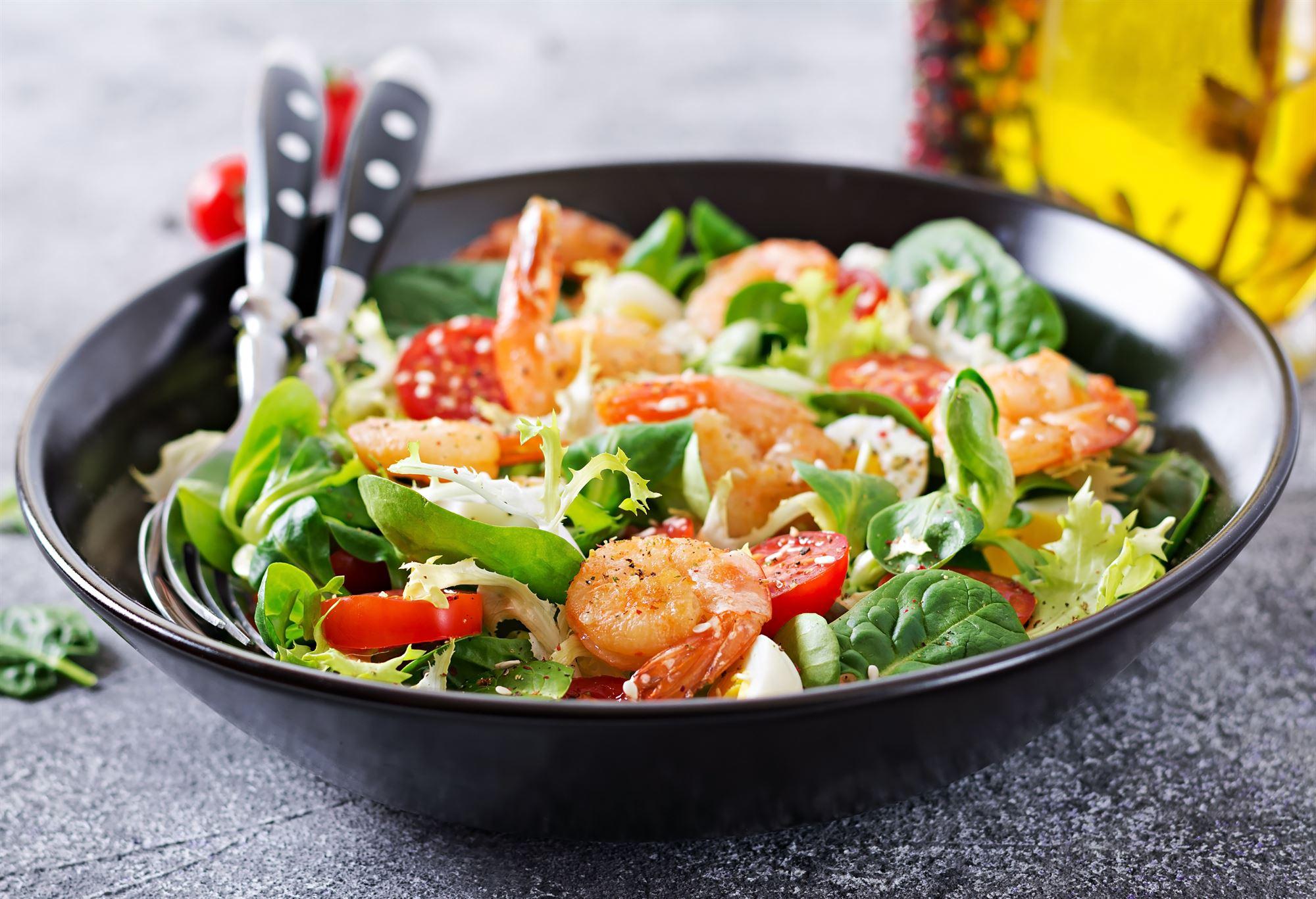 Thaisalat med rejer og tomat