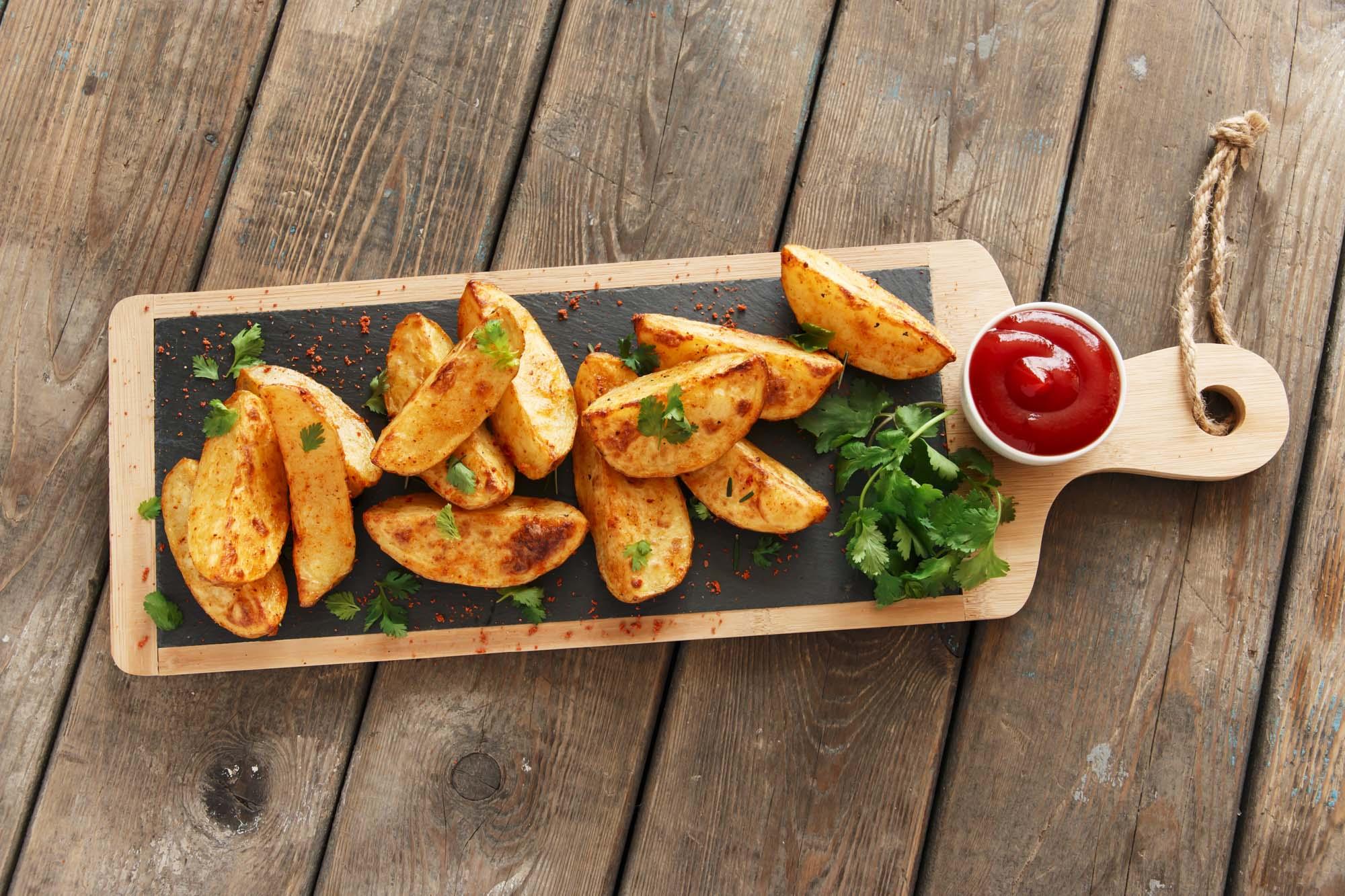 Kartofler med basilikum og hvidløg