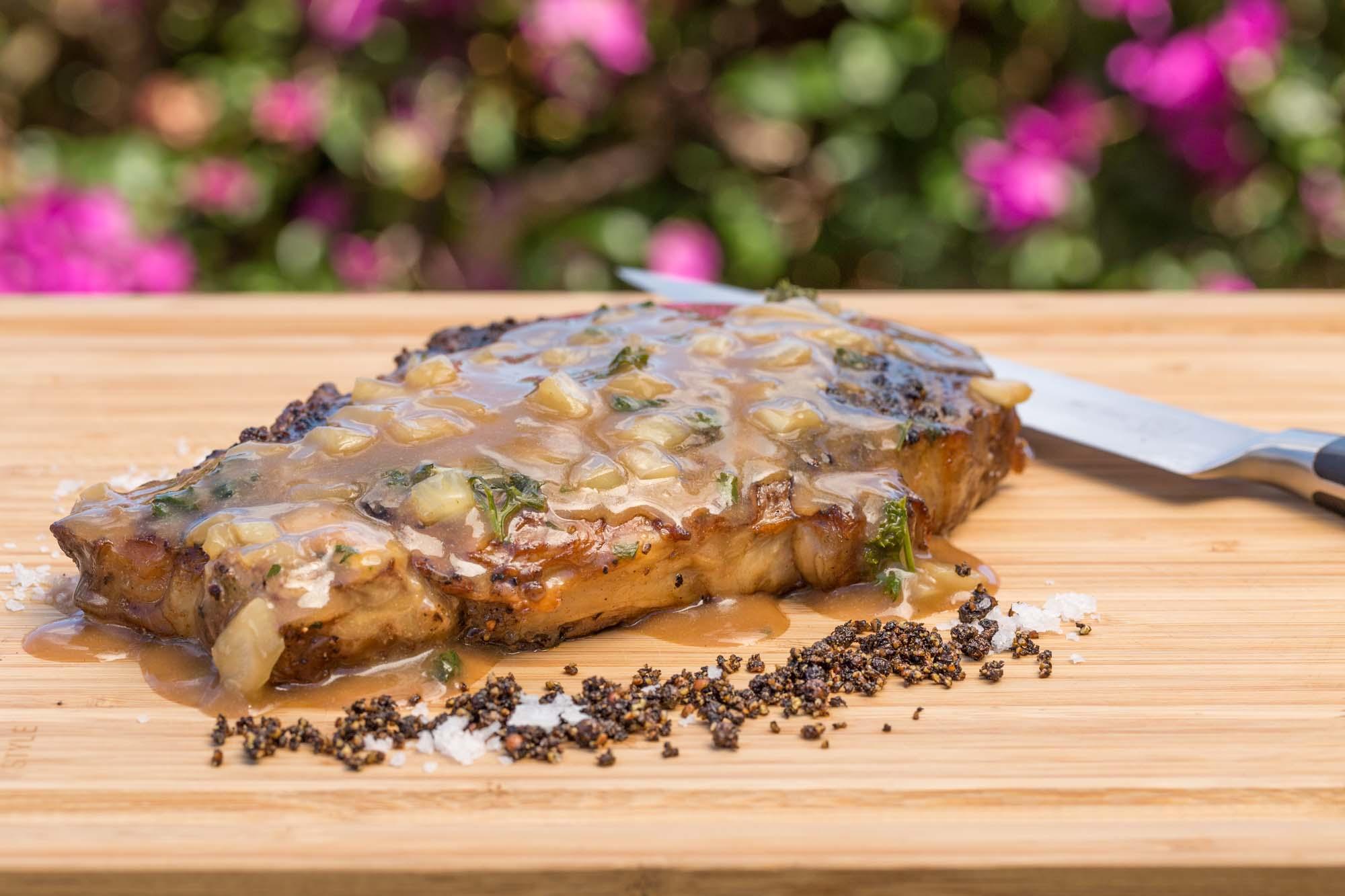 Ribeyes med svampefløde og fyldt parmesankurv