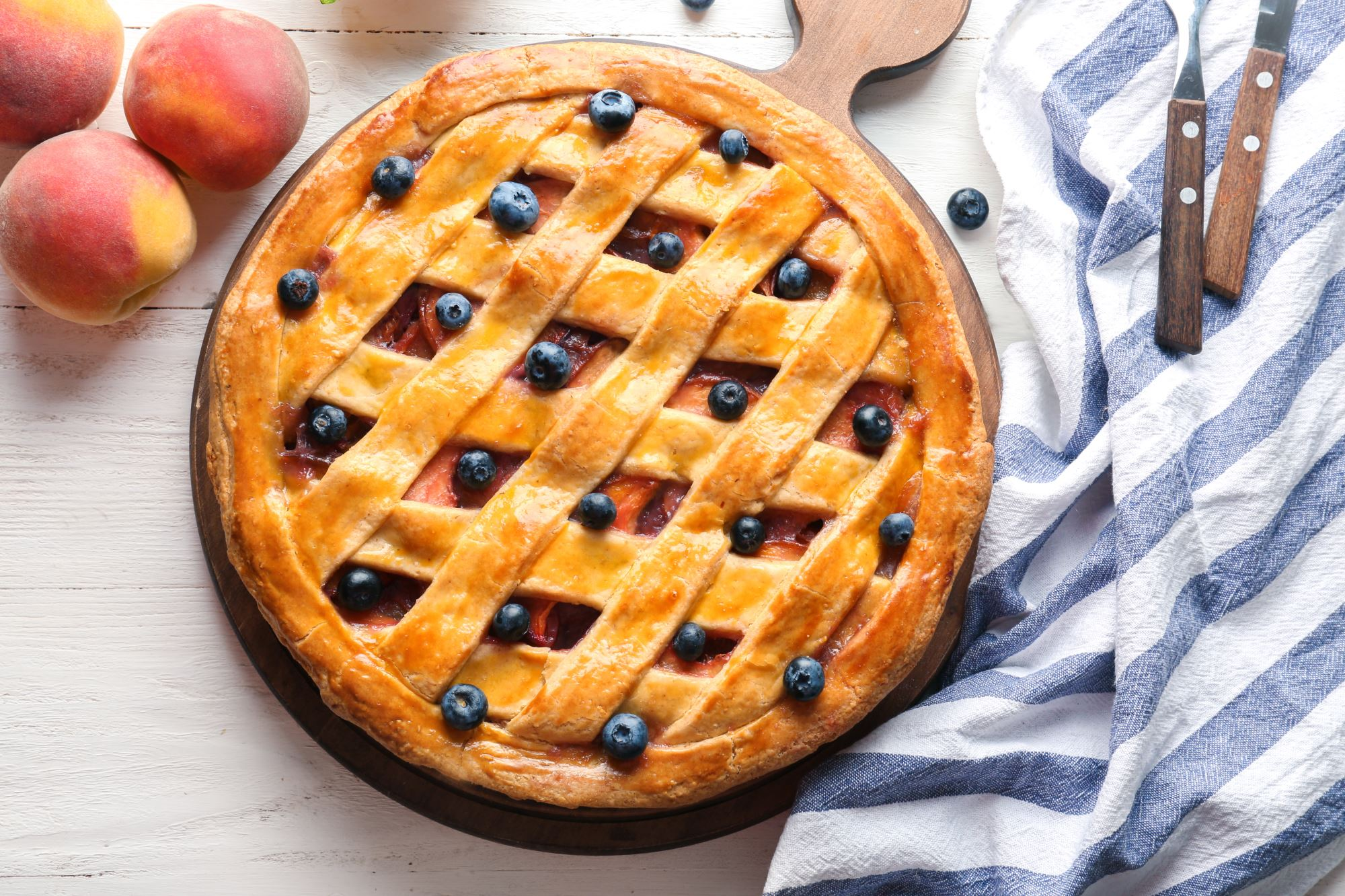 Fersken- og blåbærtærte