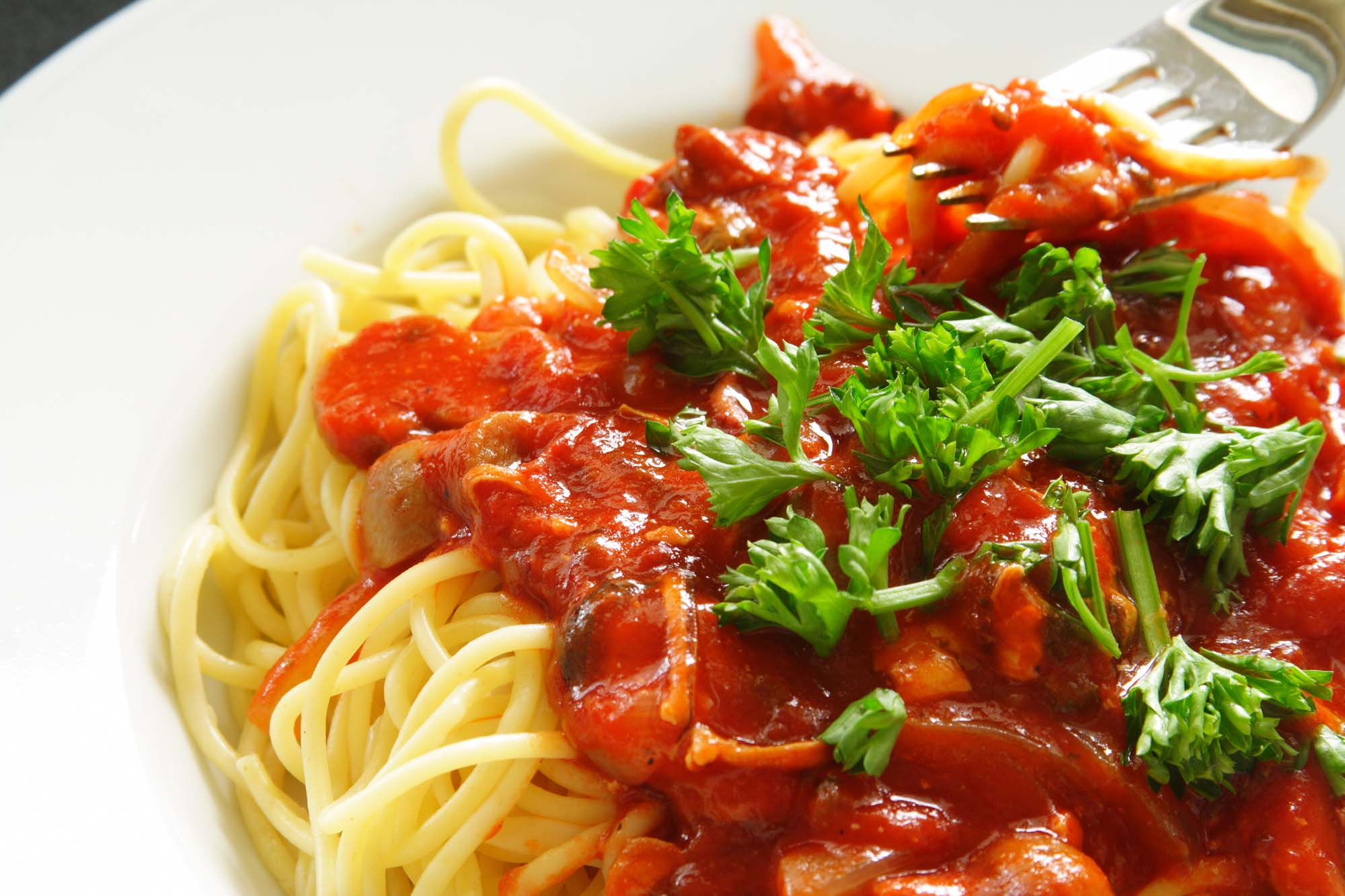 Spaghetti med grøntsags- og kødsauce