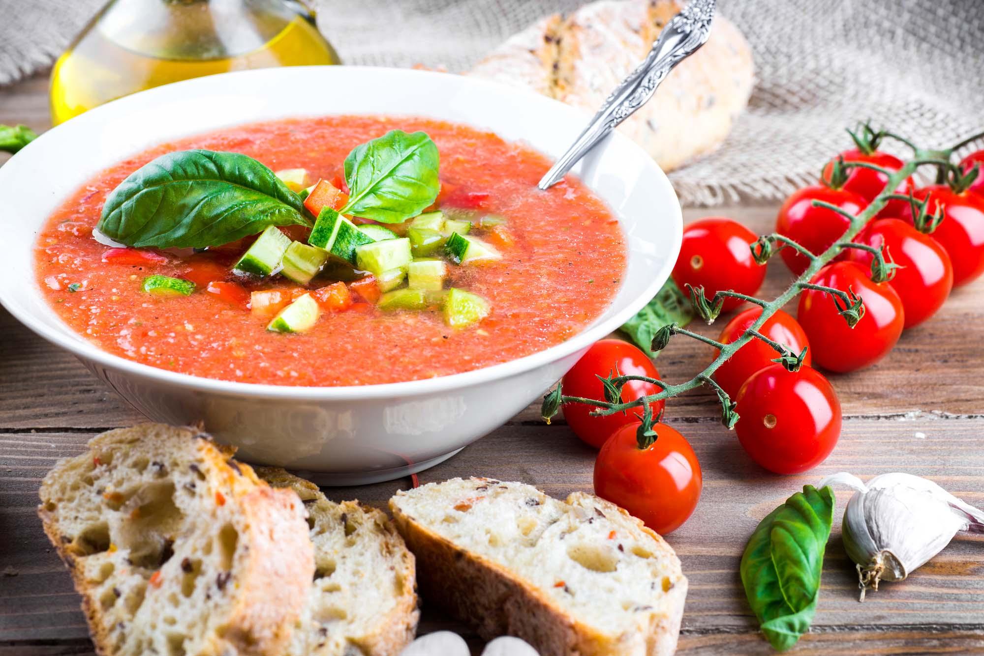 Fersken- og tomatgazpacho