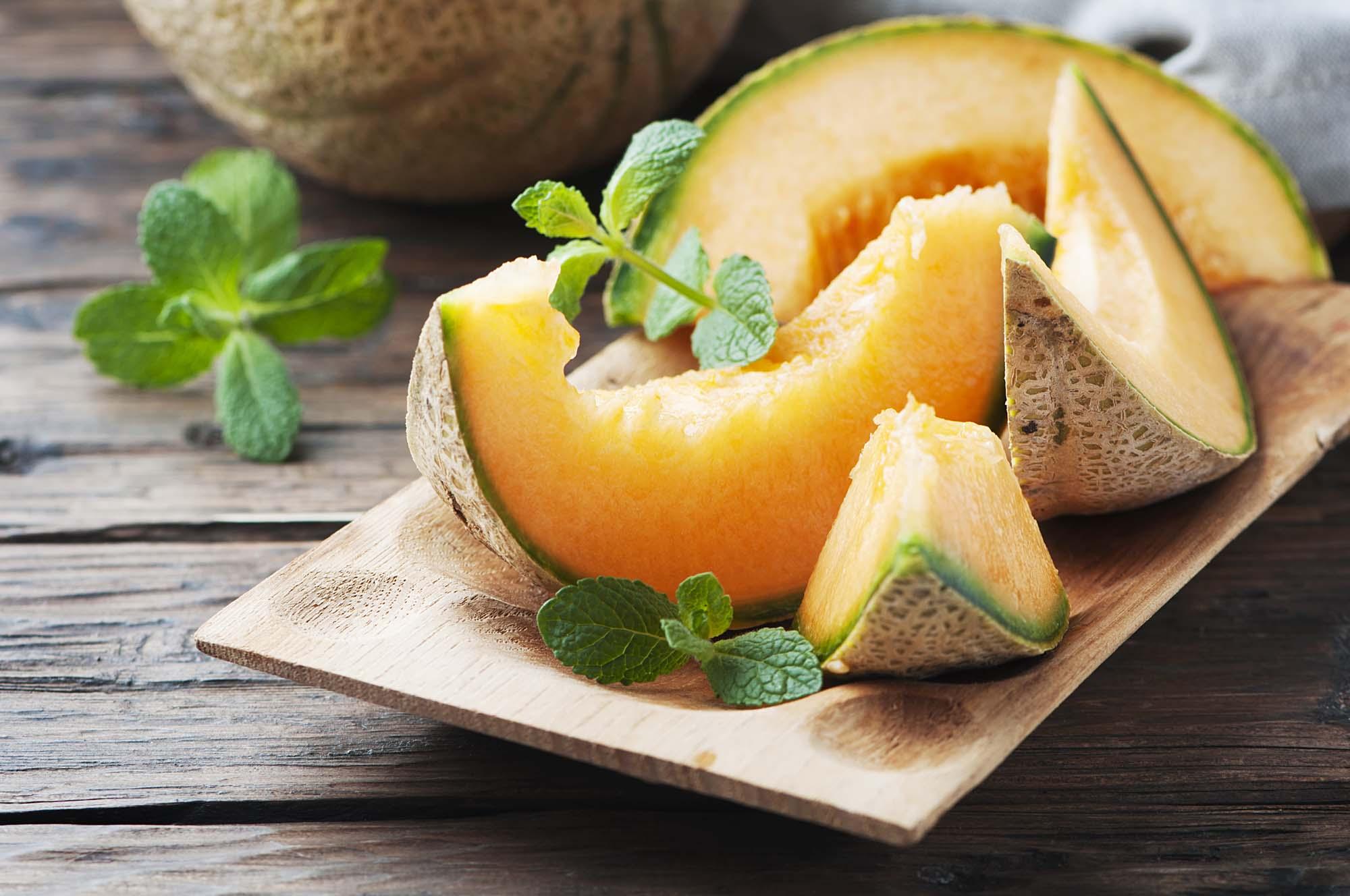 Honningmelon med basilikum- og myntegranita