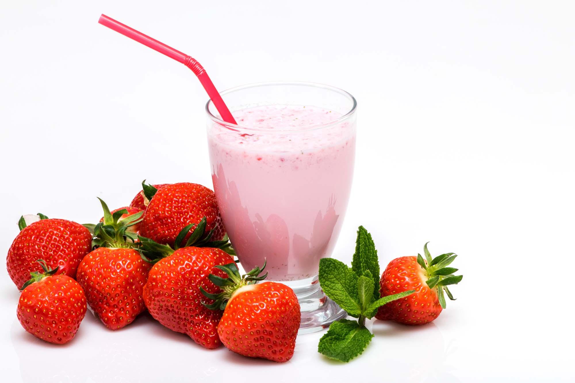Let jordbærmilkshake