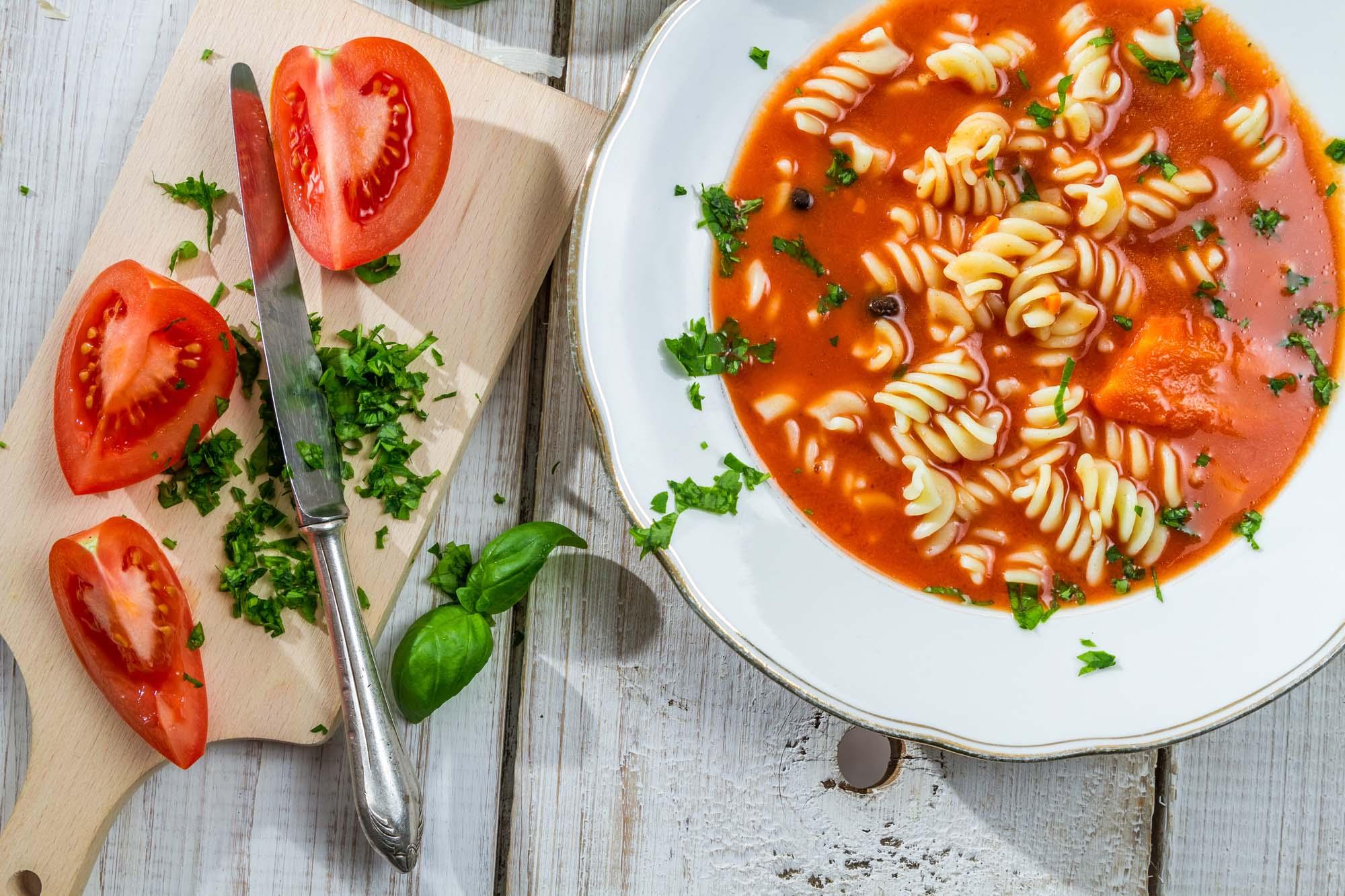Mættende tomatsuppe med Pasta