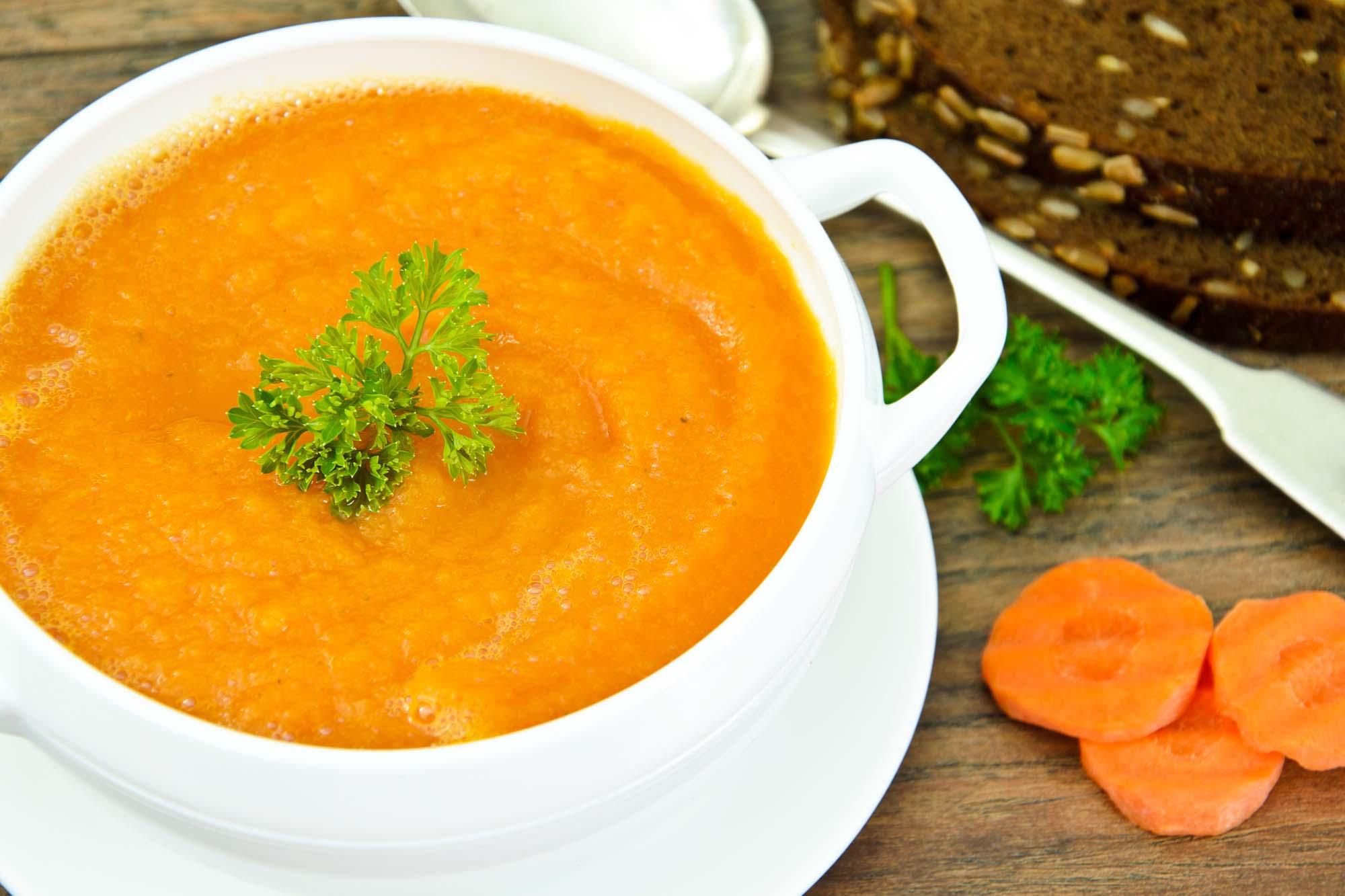 Indisk karry-gulerodssuppe