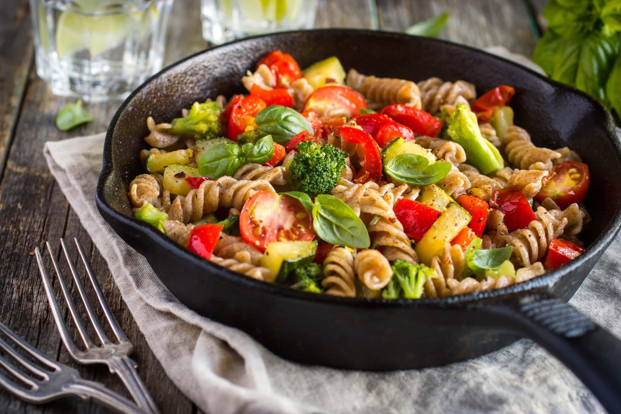 Grillede grøntsager med fuldkornspasta
