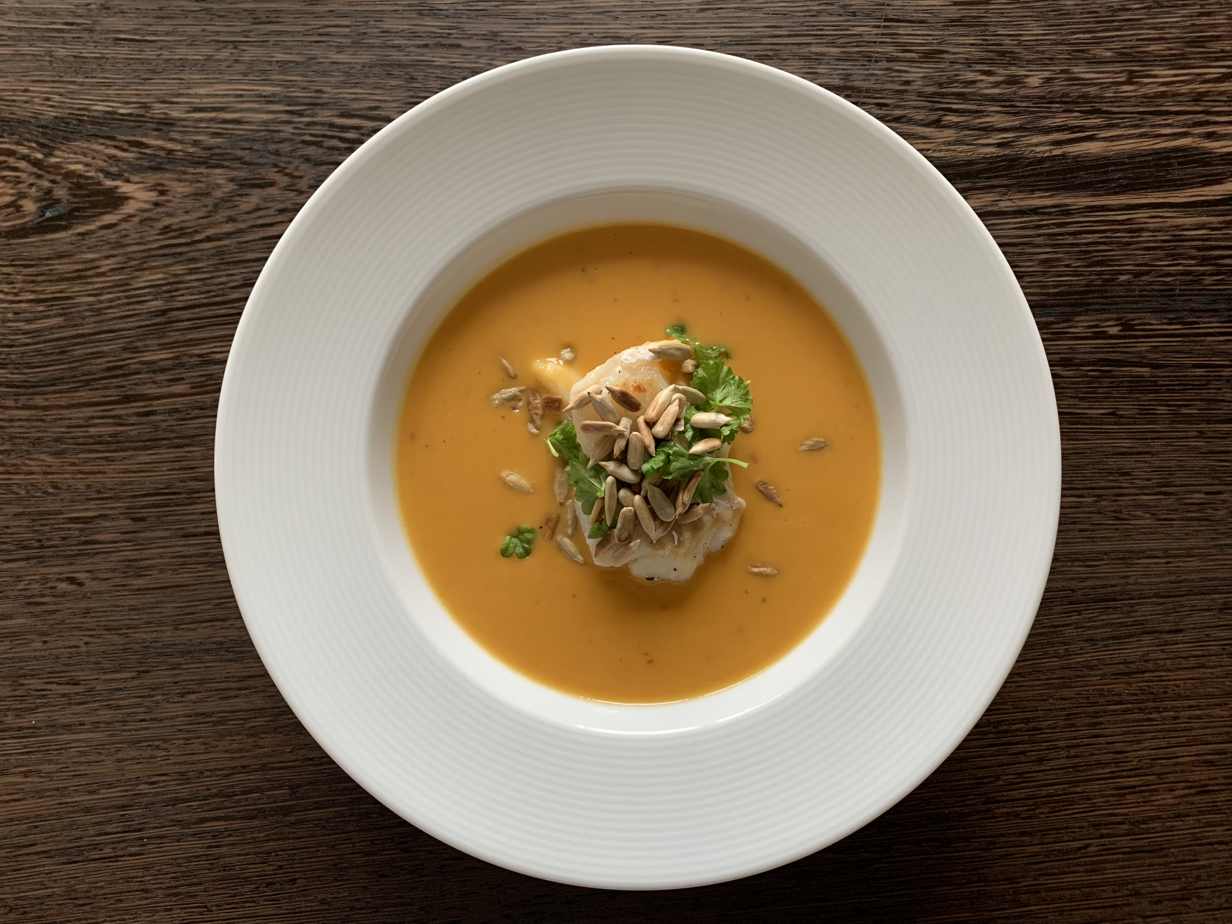 Suppe med peberfrugt, søde kartofler og torsk