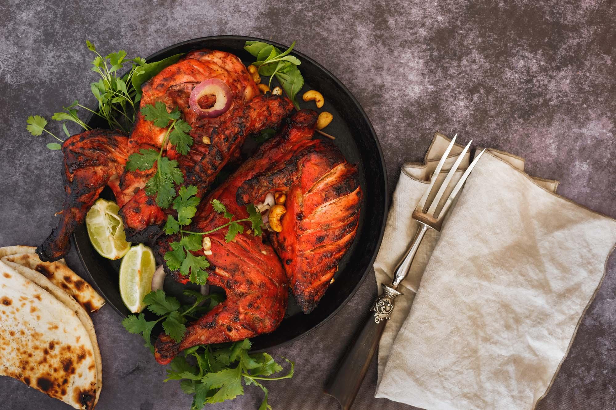 Helstegt kylling med tandoori og mangochutneydip