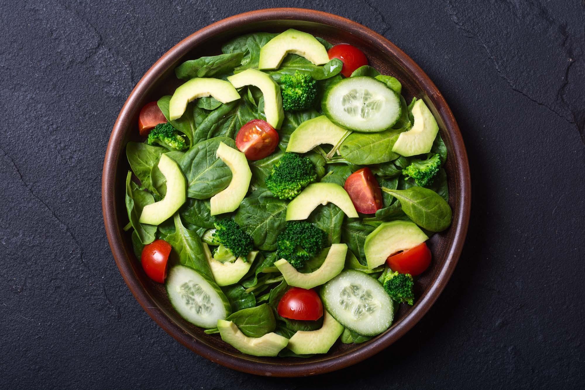 Avocado med salat