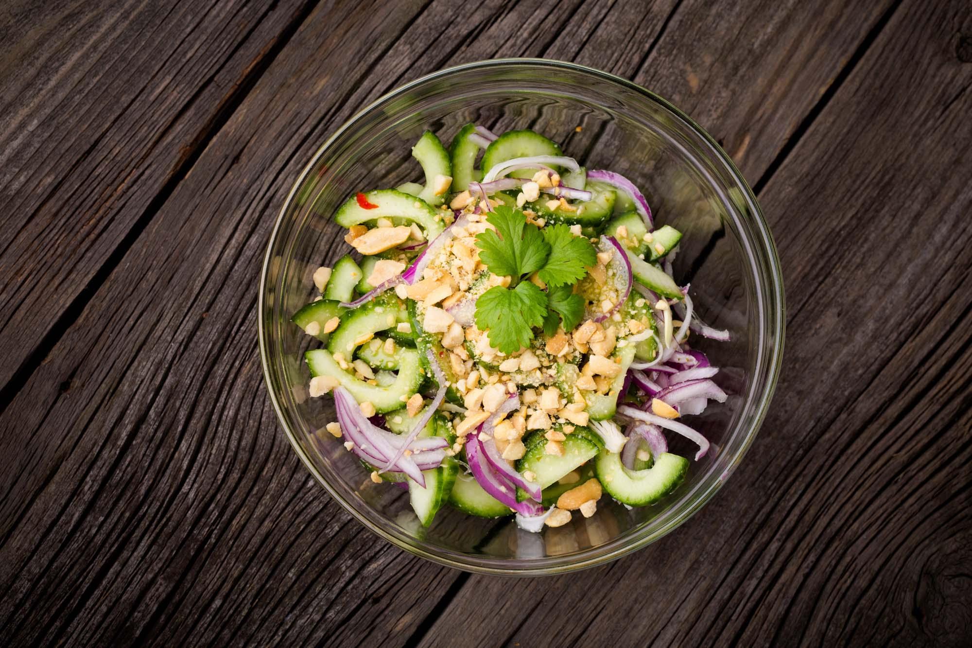 Thai agurkesalat med peanuts
