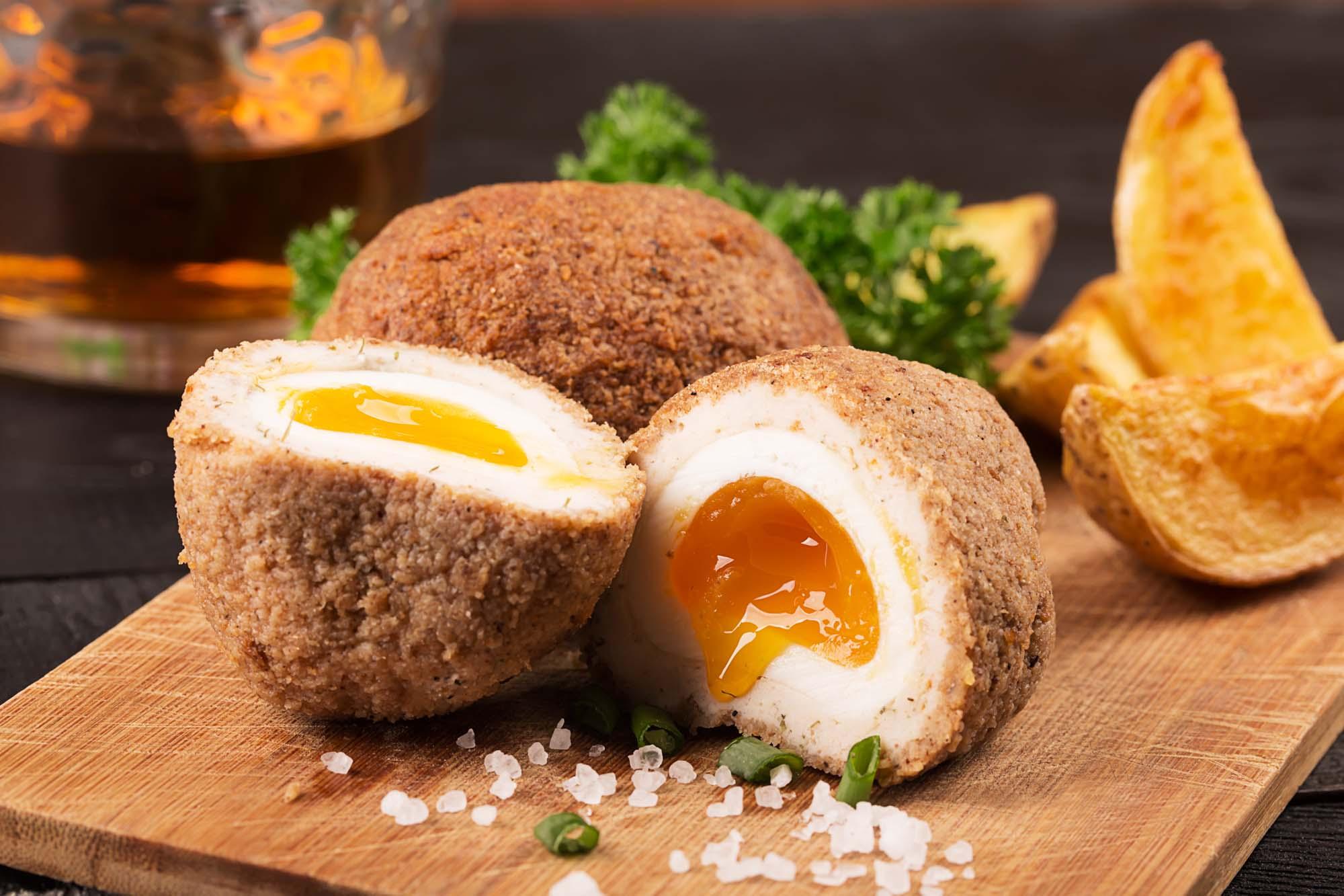 Farserede æg med spinat