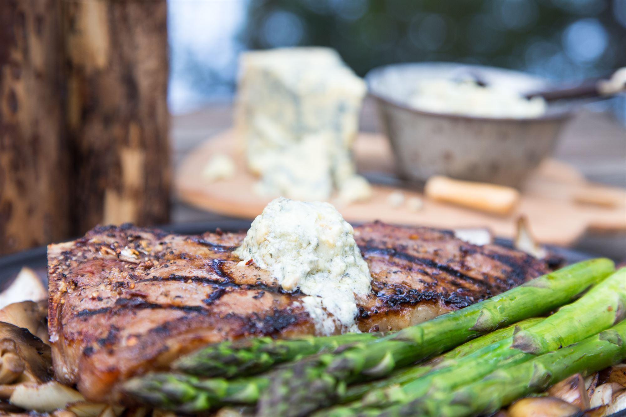 Steaks med båskimmel-sauce